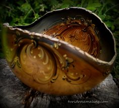 Barkedge bowl, painted by Turid Helle Fatland, Norway.