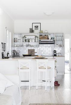 Wand zur Küche durchgebrochen, Variante mit Bar