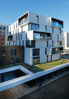 Housing and Medical Care in Paris by Ameller Dubois and Associés