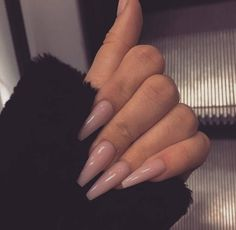 Semi-permanent varnish, false nails, patches: which manicure to choose? - My Nails Simple Acrylic Nails, Best Acrylic Nails, Acrylic Nail Designs, Simple Nails, Ballerina Acrylic Nails, Ballerina Nails Shape, Colored Acrylic Nails, Aycrlic Nails, Almond Nails