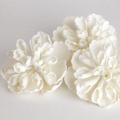 Heirloom Peonies sugarflower cake decorations perfect as cake toppers for wedding cakes. | Caljavaonline.com