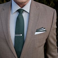 Shades of green....unlike the color of the grass right now but at least there isn't snow on it. Tomorrow I'll be trying something with my outfit I've never done before...guess we will see how it goes. Music Vibes: Incubus 'A Certain Shade Of Green' Tie: @bows_n_ties Pocket Square: @bows_n_ties Tie Slide: @woodandrivet Shirt: @paulfredrickdotcom Blazer: @ralphlauren