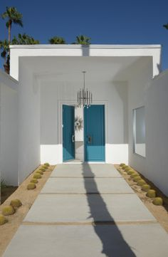 Just in time for Modernism Week, we take you inside never before seen modern architecture in Palm Springs, California. Palm Springs Houses, Palm Springs Style, Palm Springs California, Mid Century Modern Door, Mid Century House, Mid Century Modern Design, Best Front Door Colors, Modernism Week, Desert Homes