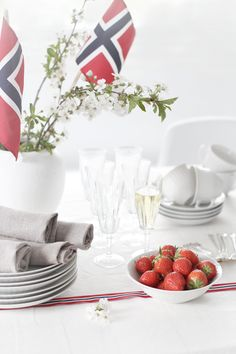 ideas for birthday brunch decorations decor dessert tables Norway National Day, Constitution Day, Brunch Decor, Norwegian Food, Birthday Brunch, Christmas Brunch, Brunch Wedding, Party Desserts, Time To Celebrate