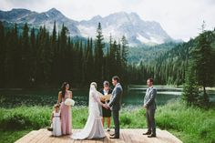 Intimate mountain ceremony by the lake | Photo by Dallas Kolotylo Photography via http://junebugweddings.com/wedding-blog/intimate-mountain-wedding-island-lake-lodge/