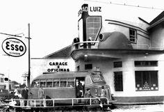 Ônibus da empresa de Aurélio Fressato abastecendo no posto da Rua Marechal Floriano com a Engenheiros Rebouças. Foto de 30 de janeiro de 1940 (Acervo Cid Destafani)