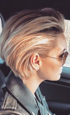 Older Women Hairstyles Between Pixie and Bob Slicked Back Bangstyle Hair Long bob hairstyles older pixie Slicked women Older Women Hairstyles, Haircuts For Fine Hair, Bob Hairstyles, Braided Hairstyles, Baddie Hairstyles, Pixie Haircuts, Wedding Hairstyles, Love Hair, Great Hair
