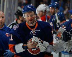 #visnovsky#silly#wilson#hardhit# Are you kidding me!? Okposo is totally right, Wilson is idiot! A big idiot!