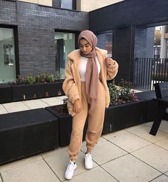 Sweat suits sporty hijab styles – Just Trendy Girls Modern Hijab Fashion, Street Hijab Fashion, Hijab Fashion Inspiration, Islamic Fashion, Muslim Fashion, Modest Fashion, Modest Outfits Muslim, Mode Outfits, Girl Outfits