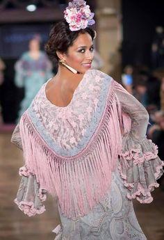traje✄ ✿⊰gitana Flamenco Costume, Dance Costumes, Outfits For Spain, High Fashion, Womens Fashion, Fashion Trends, Mode Simple, Ethnic Outfits, Fashion History