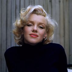 Marilyn Monroe Hairstyle - one side curled in, one side curled out.