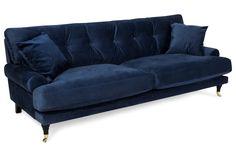 ✔ fornøyde kunder ✔ Levering hjem til deg ✔ Høstkampanje - Velkommen till Trademax. Howard Sofa, Velvet Sofa, Love Seat, Couch, Furniture, Home Decor, Mood, Space, Art