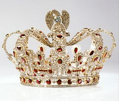 Crown of Marie Louise of Austria (replica), Empress consort Emperor Napoleon I , France (original crown: ca. 1810-1814, rubies, diamonds, gold, silver). Replica made by Chaumet with garnets and white sapphires.