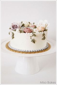 fondant roses on a buttercream cake. So much neater than buttercream roses.