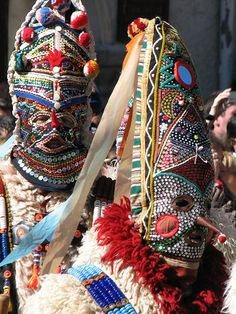 Masque danseurs : Bulgarie : 'Kukeri' dancers (Bulgarian mummers) from Bulgaria's Shiroka Lika festival