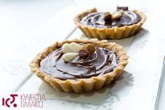 Kaymak tarts with shortcrust pastry with dulce de leche, walnuts and chocolate.