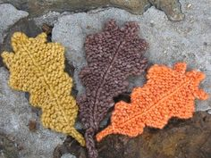 Knitted leaves. Would the knitters in my life like to make some for me?