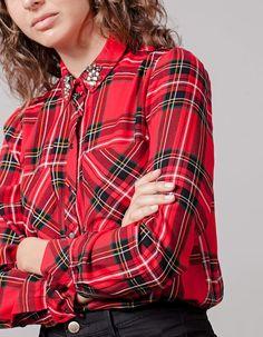 En Stradivarius encontrarás 1 Camisa cuadros con tachas para mujer por sólo…