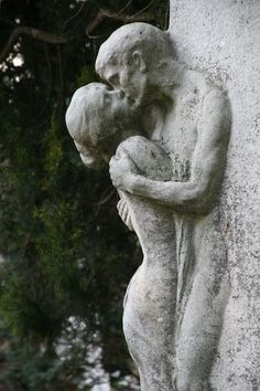 The Last Kiss, at the beautiful Zentralfriedhof Central Cemetary in Vienna, Austria. Cemetery Statues, Cemetery Art, Angel Statues, Greek Statues, Art Amour, Amour Éternel, Inspiration Artistique, Art Sculpture, Oeuvre D'art