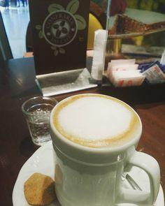 Um Macchiato enquanto espero... #kaffee #coffee #café #machiatto