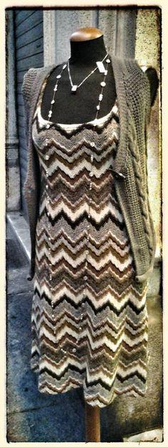 Collana ZSISKA collezione Etoile con SWAROVSKI per un look lumisoso come le stelle! Collana pepita made in To. Gilet in misto lana e mohair. Abito in lana sartoria GRILLO TORINO, bellissimo!
