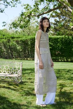 Rosetta Getty Resort 2018 Fashion Show Collection: See the complete Rosetta Getty Resort 2018 collection. Look 17 Vogue Fashion, Crochet Fashion, Fashion 2018, Vintage Crochet Dresses, Crochet Woman, Knit Crochet, Crochet Vests, Rosetta Getty, Unique Fashion