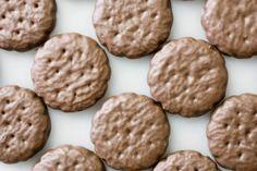 Las Niñas Exploradoras se están convirtiendo en un ejemplo para los marketeros al aprovechar las tendencias y modas para vender sus famosas galletas.