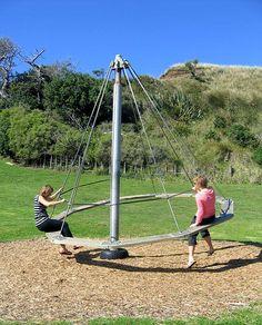 Brincadeira de criança no fantástico parque infantil da praia de Kai Iwi, em Wanganui, na região de Manawatu-Wanganui, Ilha Norte, Nova Zelândia.  Fotografia: jessther no Flickr.  https://www.flickr.com/photos/thebackyard/453682415