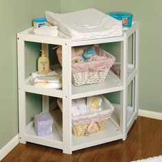 <li>The Diaper Corner offers an innovative and unique angle on changing tables</li> <li>Changing table lets you capitalize on corner space in the baby's nursery</li> <li>Lets you change your infant with their feet pointing toward you</li>