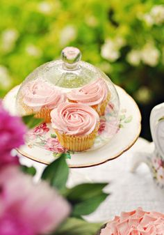 Rose cupcakes. Perfect for an afternoon tea!