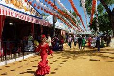 Yo fui a la Feria de abril de Sevilla a la dos semanas despues de la Semana Santa. Alli hay susfiles y corridas de toros.