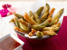 Tempura van groenten met pikante saus http://dlhz.be/1qHEgp2