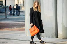 NYAM's Style: TOTAL BLACK AND COLORED BAG.