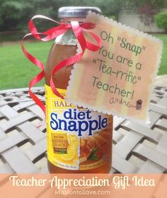 "Teacher Appreciation Gift Tags Using Snapple Tea (Free Printable too) Oh snap! This ""punny"" teacher gift is sure to put a smile on their face."