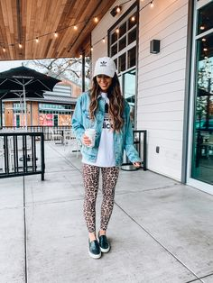 Back to that Monday grind. in leggings and hat of course 😆😬🤦🏻♀️. Guys these leopard leggings are sooo good! Probably one of my favorite… Legging Outfits, Leopard Leggings Outfit, Printed Leggings Outfit, Leggings Outfit Winter, Tights Outfit, Cute Casual Outfits, Fall Outfits, Look Adidas, Athletic Fashion