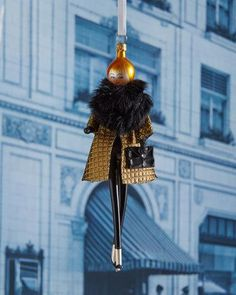 H8FWT De Carlini Ginger with Golden Coat Christmas Ornament