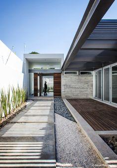 Dise o de casa moderna de un piso con tres dormitorios for Arquitectura de interiores a distancia