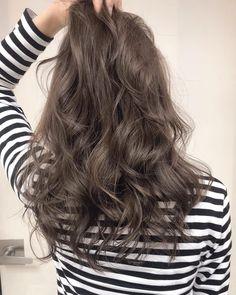 ロイヤルグレージュ💙💃💙 ⚠️3月後半と4月出勤日数が少なくなっております🙇🏻♂️⚠️ お早めにご予約ください😊 #shima#ロイヤルグレージュ #OlderWomensHairstylesLong Korean Hair Color, Best Hair Dye, Creative Hair Color, Hair Arrange, Permed Hairstyles, Hair Images, Love Hair, Hair Highlights, Hair Looks
