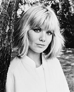 Photograph of Glynis Barber from Dempsey & Makepeace in various sizes, also as poster, canvas or art-print Glynis Barber, British Celebrities, Female Celebrities, Beautiful People, Beautiful Women, Amai, Portraits, Big Hair, Timeless Beauty