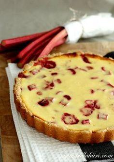 Pullahiiren leivontanurkka: Mansikka-raparperipiirakka Middle Eastern Desserts, Just Eat It, Cake Recipes, Food And Drink, Favorite Recipes, Sweets, Snacks, Baking, Diy