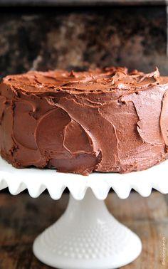 Sjokoladekake - halvér kakeoppskrift og reduser glasur til 1/3.