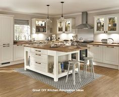 17 Great Kitchen Island Ideas Photos and Galleries Tags simple kitchen designs kitchen design for small space kitchen design pictures kitchen designs photo gallery kitch. Kitchen Design Gallery, Simple Kitchen Design, Kitchen Designs Photos, Kitchen Pictures, Shaker Style Kitchens, Shaker Kitchen, Diy Kitchens, Warm Kitchen, Style Shaker