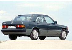 Photo Arrière droite de Mercedes 190-SERIES 190 E 2.6 . Cette image est celle d'une voiture de l'année 1992, moteur Essence.