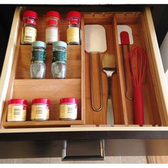 Axis International Bamboo Expandable Spice Organizer allows you to keep your kitchen neat and tidy. Spice Rack For Counter, Spice Rack Glass, Spice Bottles, Spice Jars, Bottles And Jars, Medicine Organization, Spice Organization, Kitchen Pantry Storage, Spice Drawer