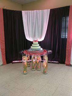 Glass pillar cake table