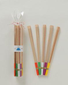 【おみくじ五色箸 富士山(中川政七商店)】/吉野杉から作った割り箸の包み紙5色がおみくじになっていて、新年の集まりなどに、皆で楽しんでいただけます。ご挨拶や、贈りものに添えるのもお洒落です。 #fujisan #mtFUJI #fujisanmono