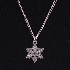 USA Jewelry Silver Plated Snowflake Christmas Winter Snow Shape Necklace Pendent