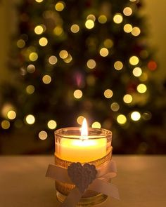 Produce beauty, heat and dramatization for your home style, making use of tealight candle lights along with votive candles. Christmas Mood, Christmas Candles, Noel Christmas, Christmas Lights, Christmas Decorations, Christmas Colors, Candle Lanterns, Tea Light Candles, Votive Candles