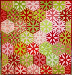 Christmas red and green snowflake quilt by Andrea Kollath at Quiltmanufaktur 2014: Weihnachten