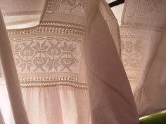 deshilados de calvillo ags | Sutil deshilado a mano, una prenda monocromática de gran belleza.